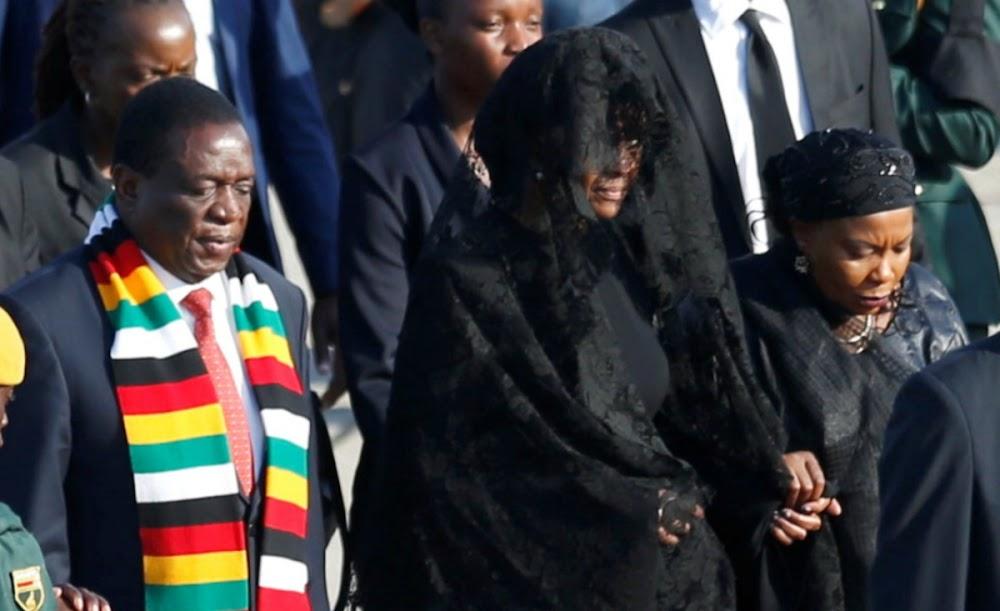 Robert Mugabe se lyk is huis toe gebring, maar rusplek is steeds 'n raaisel