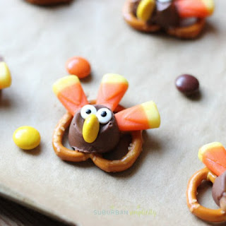 Adorable Candy Pretzel Turkey Bites