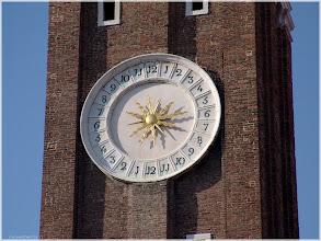 Photo: Venecia. Reloj solar de la iglesia de San Apostoli http://www.viajesenfamilia.it/