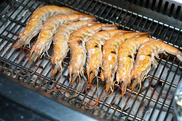 西門町必吃 三朵花炭火燒肉.鍋物 #高CP值燒肉吃到飽推薦 #無限烤蝦吃到飽