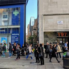 午後5時以降は入場無料!ロンドンの繁華街に建つイギリス初の公共ギャラリー「フォトグラファーズ・ギャラリー」