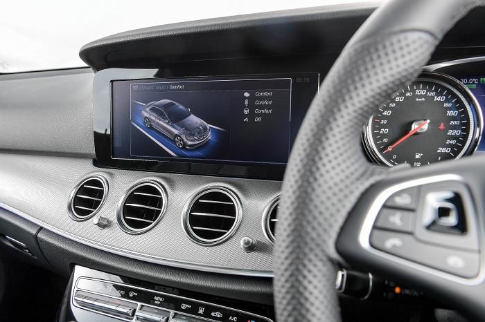 มีโหมดการขับขี่ให้เลือกได้ถึง 4 แบบคือ Hybrid, E-Mode, E-Save และ Charge
