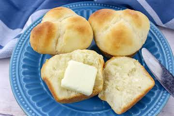 Modernized Old-Fashioned Yeast Rolls
