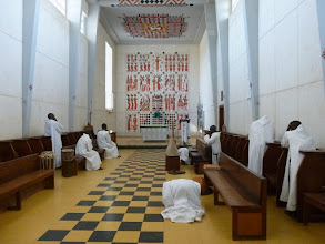 Photo: Sn2C0306-160203KeurMoussa, Abbaye, église, église, moines après la messe P1040756