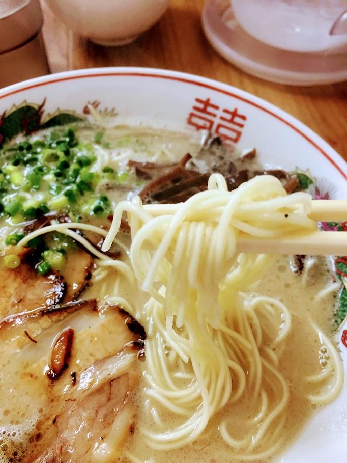 魂龍ラーメンの麺