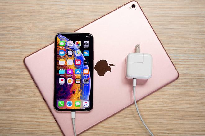 Thay cáp sạc iPhone XS chính hãng lấy ngay tại Hà Nội
