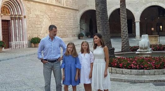 La princesa Leonor agota el vestido elegido para el posado en Palma