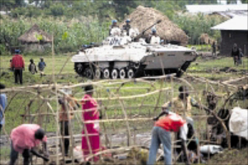 ACCESS DENIED: A UN tank moving  throught a field near a UN mission in DR Congo.  13/11/2008. Pic. Yasuyoshi Chiba. ©AFP