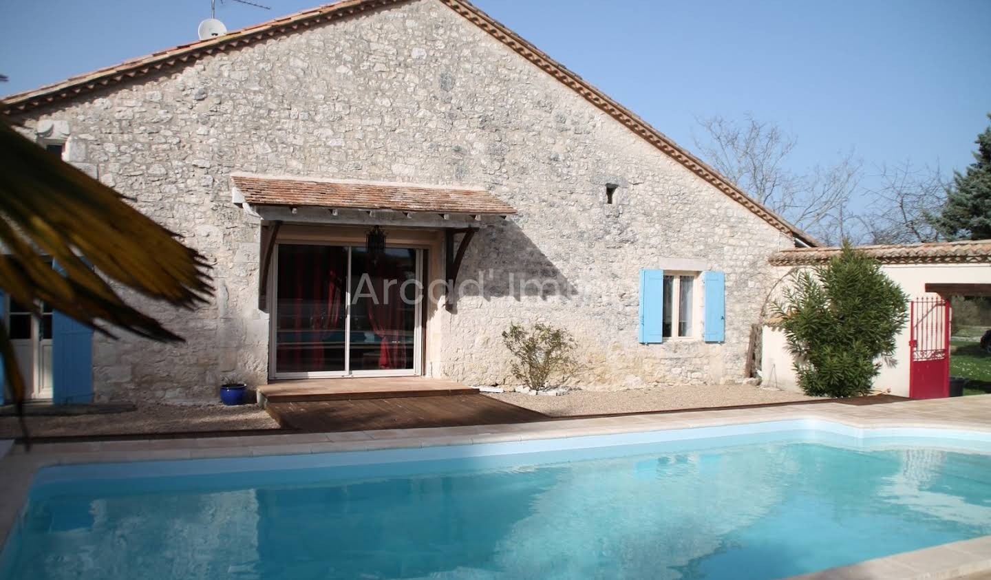House with pool and terrace Singleyrac