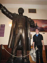 Photo: A giant statue of Lenin next to a normal sized Molly