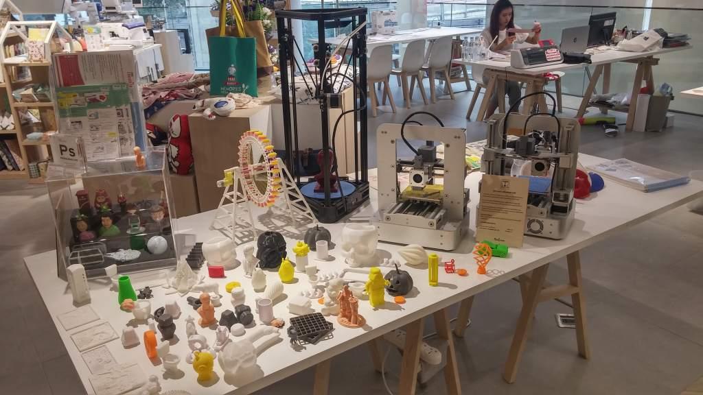 Набор 3D-моделей в торговом центре. Фото: Наоми Ву