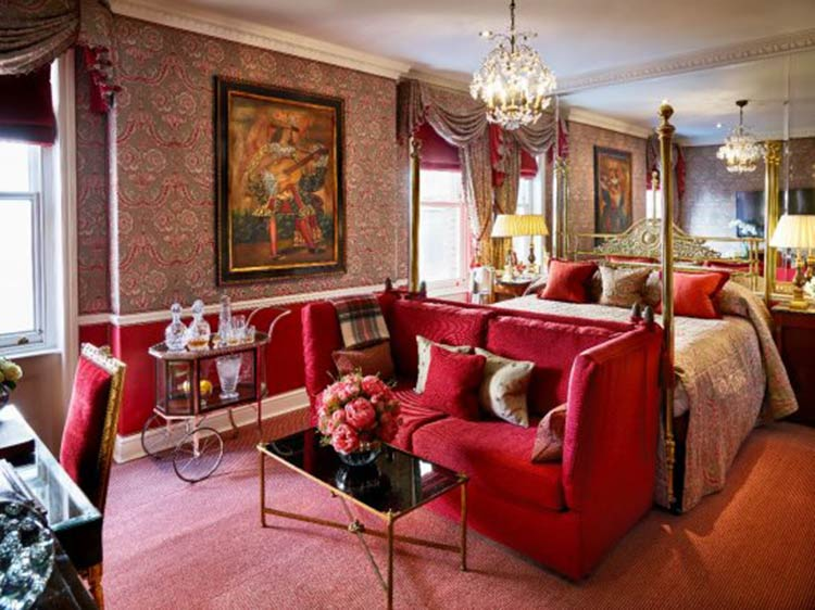 The Victoria and Albert Suite at the Egerton House Hotel.