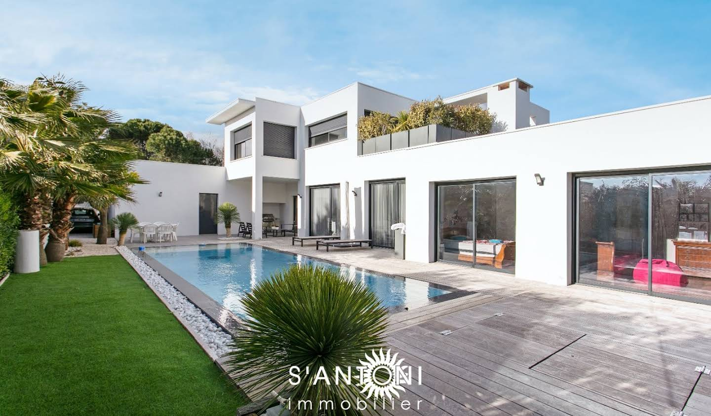 House with pool and terrace Le Cap d'Agde