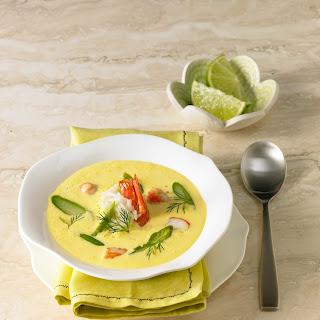 Spargel-Safran-Suppe mit gebratenen Riesengarnelen