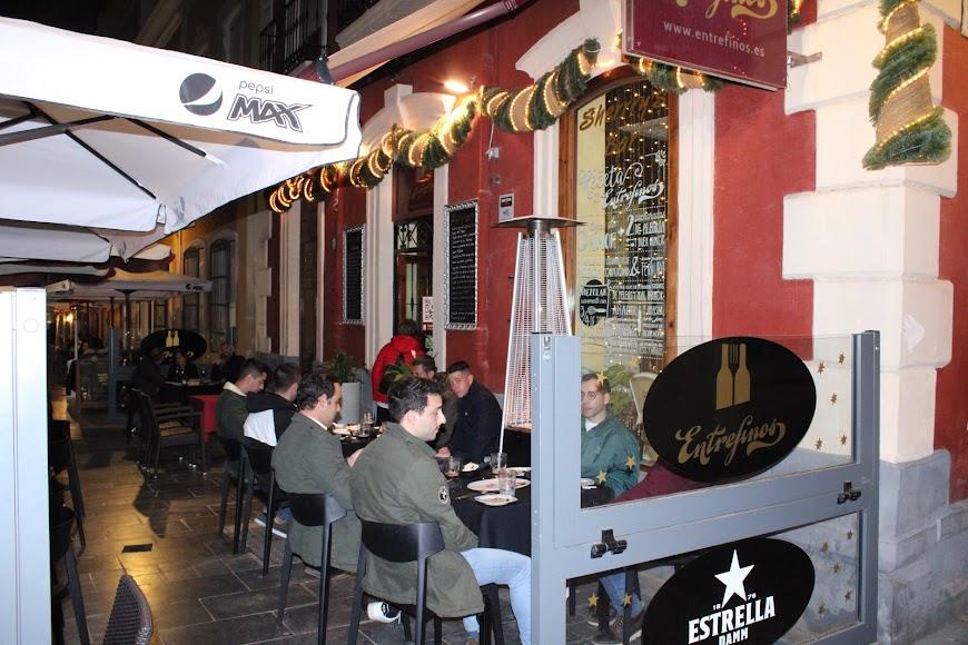 Disfrutando de la hostelería en la calle Padre Alfonso Torres.