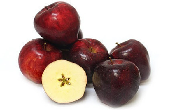 Red Delicious - eat fresh, use in baking The thick skin of the Red Delicious...