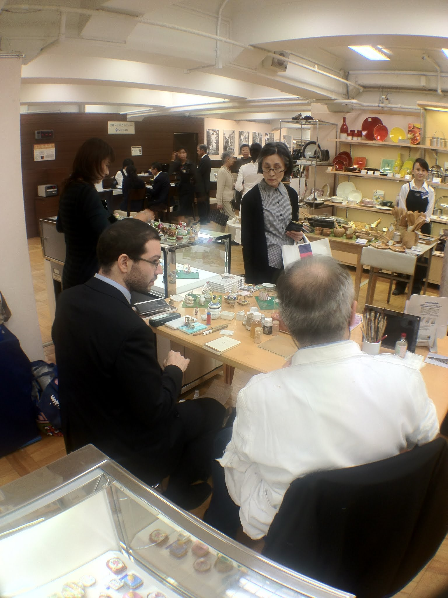 Photo: 左は通訳を務めてくれた早稲田大学博士課程のラモスさん。