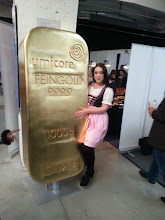 Photo: slovak beauty ~ there was a huge slovak group out there ... maybe by accident, i guess :-) ~ anyway, the huge gold bar dummy glitters nice, if you asked me ~ http://jarogruber.blogspot.de/2015/11/edelmetalmesse.html