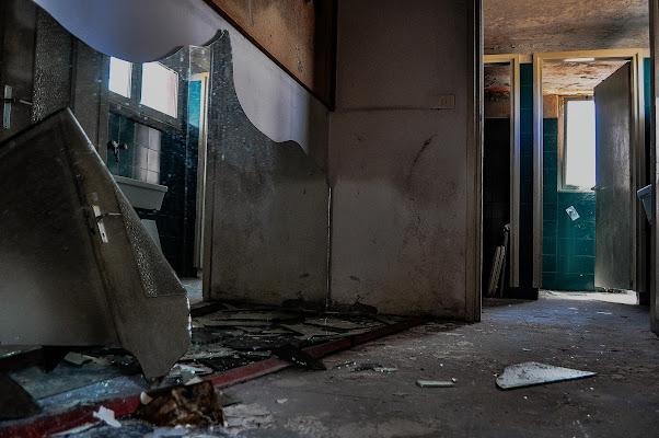 lo specchio rotto, 7 anni di guai. di kaos