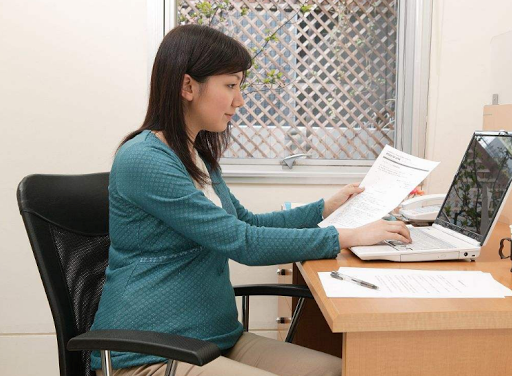 Bà bầu nên ngồi tư thế nào để tốt cho thai nhi
