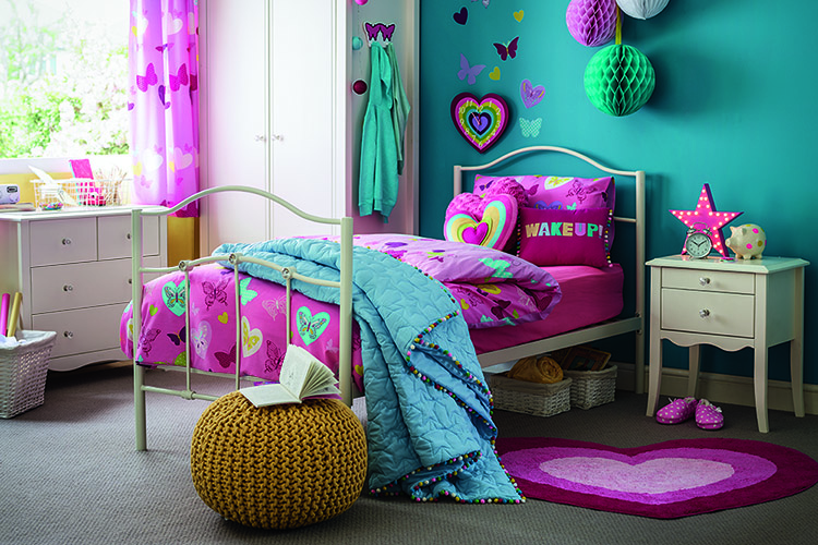 A child's bedroom with love hearts and purple theme