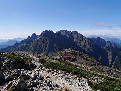 南岳小屋を見下ろす