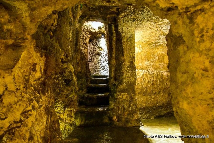 Иерусалим. Старый город.  Улица Виа Долороза.  Место Рождества Богородицы. Здесь был дом родителей Богородицы Анны и Иокима.
