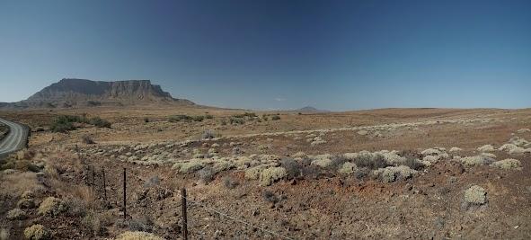 Blick auf Tafelberge in der Tankwa Karoo