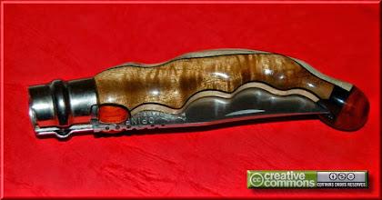 Photo: Opinel custom N°003. Acacia, bois de mangrove, padouk. http://opinel-passions-bois.blogspot.fr/ Personnalisations en marquèterie de bois précieux, cornes, résines et aluminium du couteau pliant de poche de la célèbre marque Savoyarde Opinel.