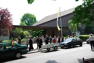 Photo: An der noch kath. Christophoruskirche vorbei, in der zu Pfingsten 2013 geplant ist, mit einer erneuten Prozession die neue ev. Kirche für Ledeburg-Stöcken einzuweihen