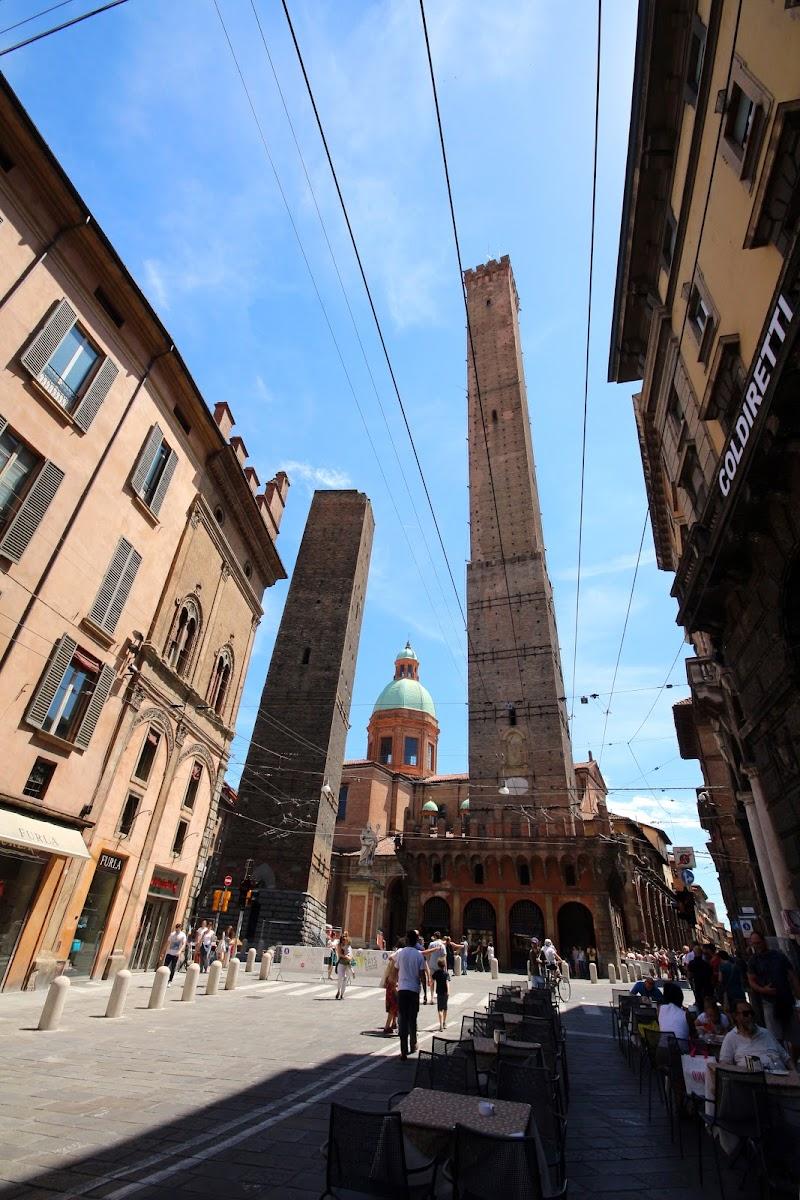 le torre degli Asinelli di c