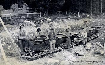 Photo: Gruppfoto. Nödhjälpsarbete 1932