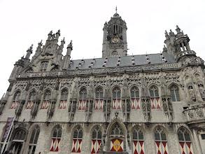 Photo: Het stadhuis is gotisch