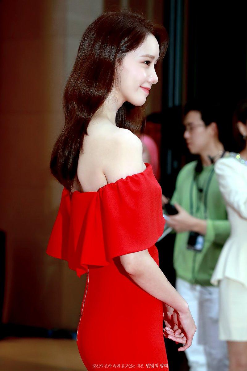 yoona red rose 6
