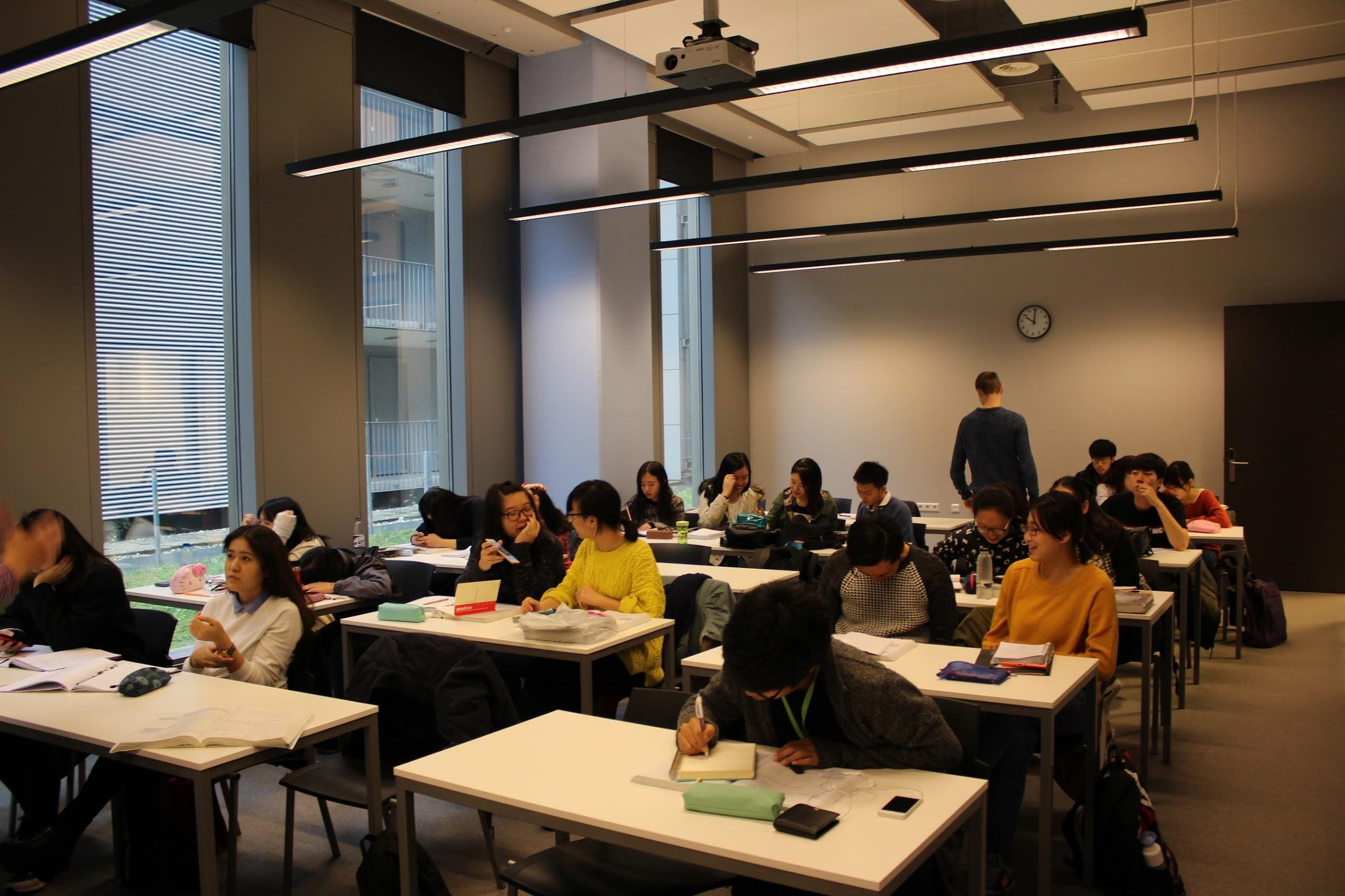 암스테르담 대학 진학 파운데이션 과정 수업 모습