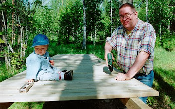 Photo: 19980707 Okko & Vaari - Laituria rakentamassa (Salla)