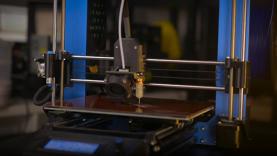 A Pulse E-Series 3D printer utilizes wizards and an automatic bed levelling sensor to achieve a perfect first layer.