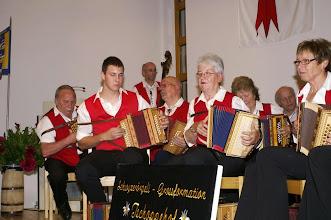 Photo: Jung und ältere vereint beim Musizieren!