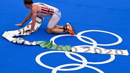 El nuevo campeón olímpico protagonizó la imagen de la jornada.