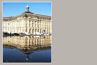 Photo: Bourse et miroir d'eau