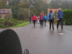 Photo: verder aan de wandel in Luttenberg kom ik weer wandelaars tegen.