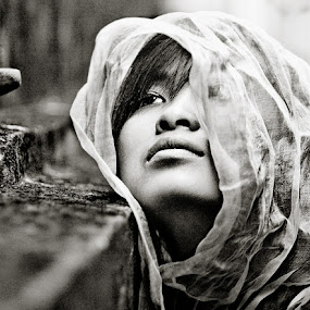 LX Cu Khoi II by Thomas Jeppesen - People Portraits of Women ( girl, b&w, monochrome, thomasjeppesen, black and white, bw, vietnamese, vietnam, subsignal, photography, portrait )