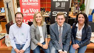 Los candidatos, ayer, en la Redacción de La Voz de Almería y la Cadena SER.