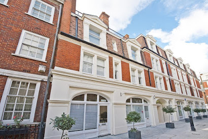 Apartment on Lees Place in Mayfair