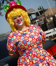 Photo: Payasita Bella the Clown is bilingual and speaks both English and Spanish. Call to book Bella today at 888-750-7024