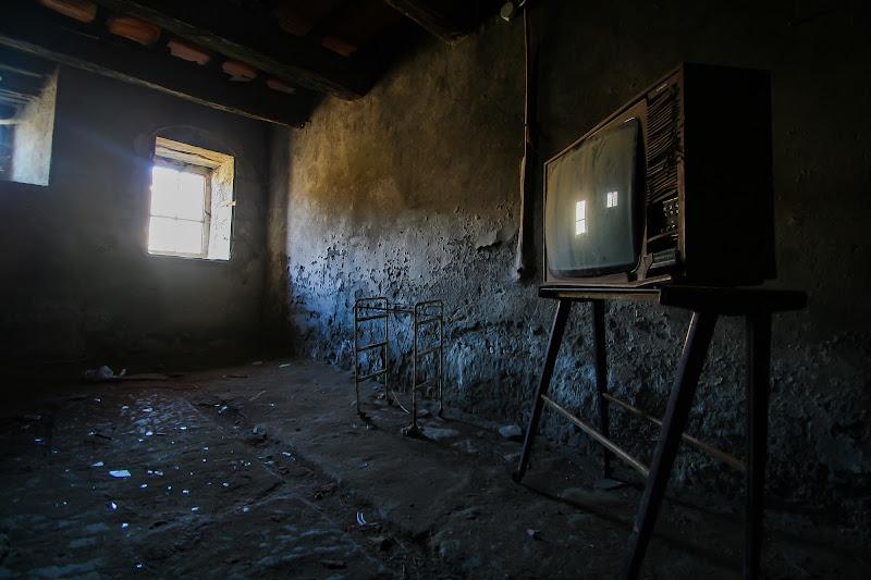 Abandoned TV  di Alessio Zampetti