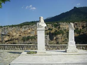 Photo: Όπου κια αν περπατήσεις η ελληνική γή είναι διάσπαρτη από αθανάτους ήρωες