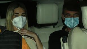 Ana Soria y Enrique Ponce tras salir del hotel.