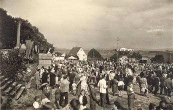 Photo: Wünschendorf im Erzgebirge  Schul-und Heimatfest  1952   Foto: Heinz Rieger
