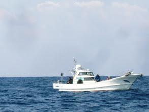 Photo: 近くには、近所の船も!
